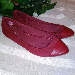 🆕 Old Navy Burgundy Pointed Toe Flats